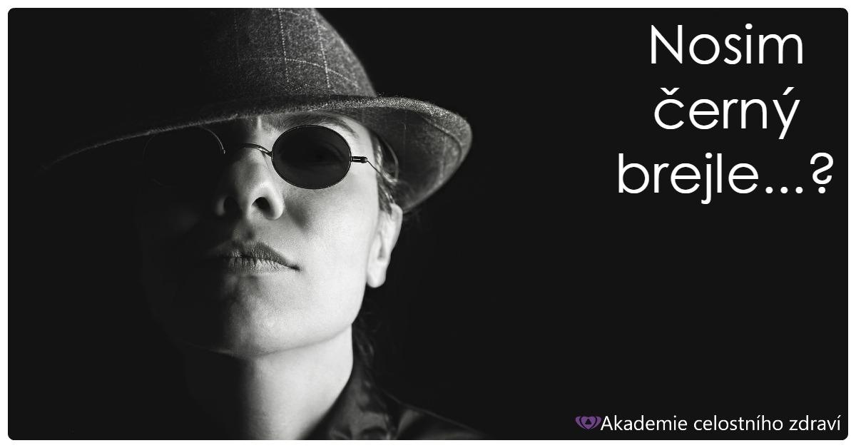 Odložte černý brejle